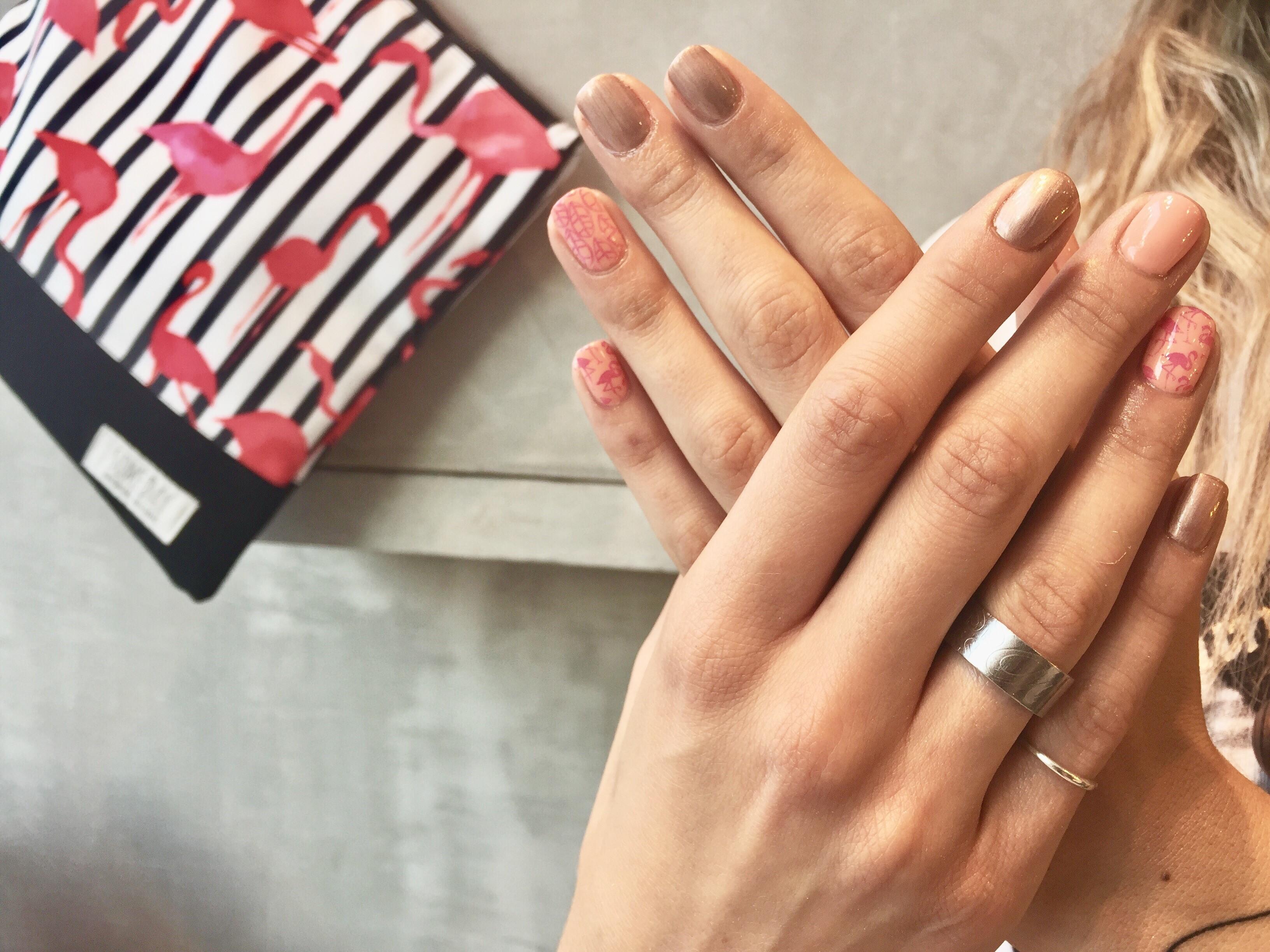 νύχια nailhood 2
