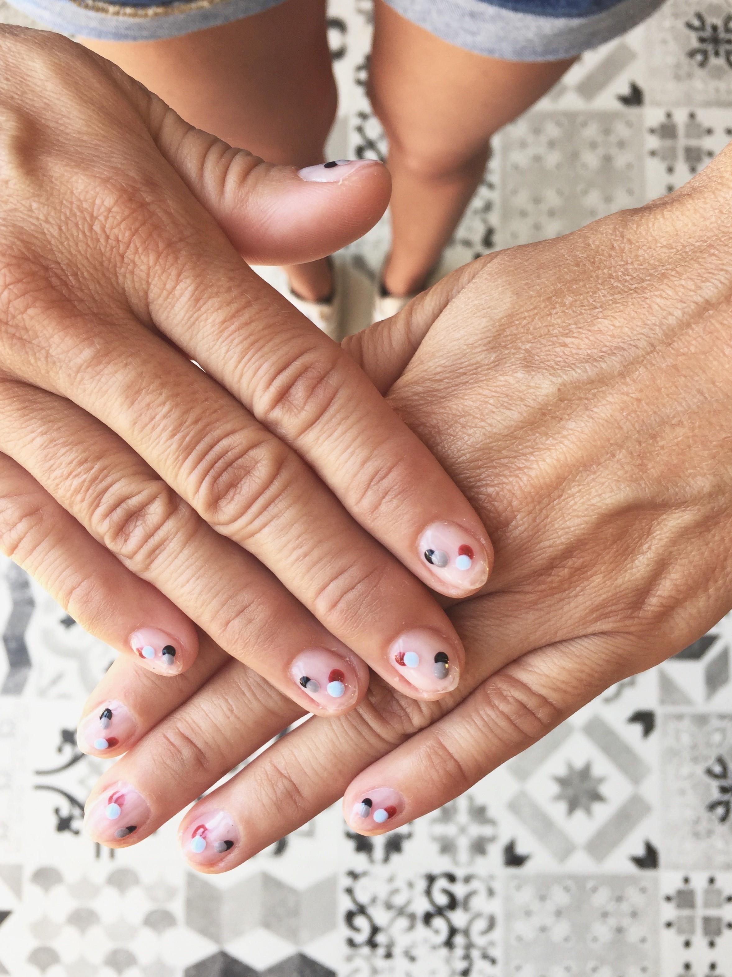 νύχια nailhood 3